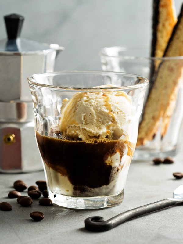 coffee-affogato-with-vanilla-ice-cream