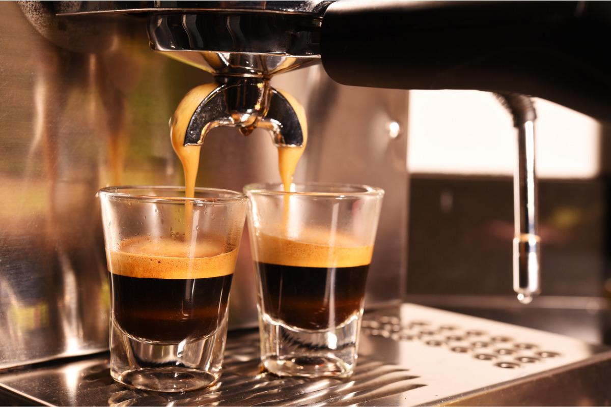 Coffee machine preparing espresse