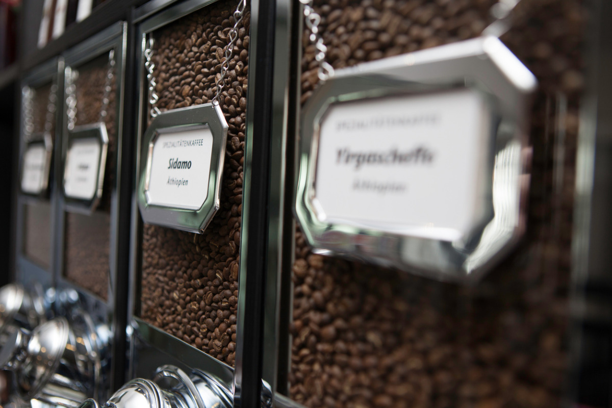 roasted-coffee-beans-in-dispenser-coffee-shop